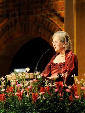 Elizabeth H. Blackburn delivering her banquet speech