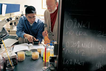 Dr. William Campbell, Nobel Laureate, works one-on-one with a Drew undergraduate student on real-world, scientific research in the lab.