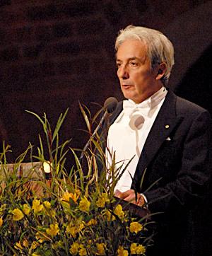 Albert Fert delivering his banquet speech