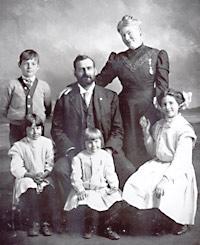 Hemingway family photo, 1909.