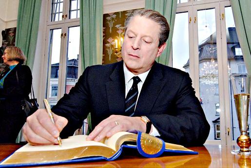 Al Gore signing the guest book at the Norwegian Nobel Institute