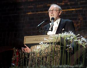 Clive W.J. Granger delivering his banquet speech.