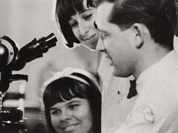 Harald zur Hausen in 1967 in the laboratory of the Children's Hospital of Philadelphia.