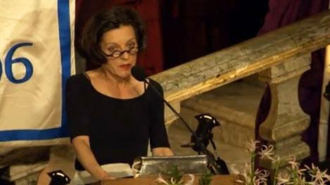Herta Müller delivering her speech at the Nobel Banquet.