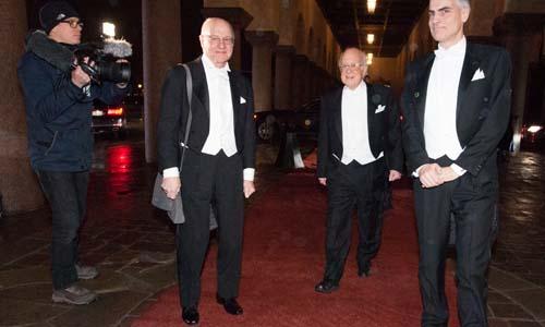 Peter Higgs arrives at the Nobel Banquet.