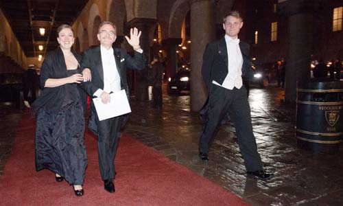 Randy W. Schekman arrives at the Nobel Banquet in the Stockholm City Hall together with his daughter, Mrs Lauren Schekman, 10 December 2013