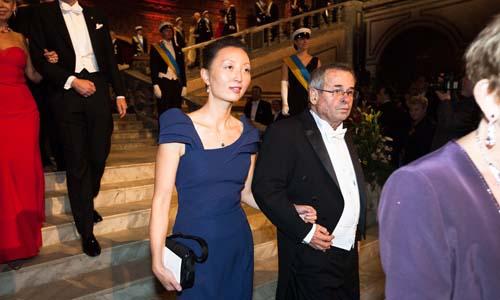 Arieh Warshel and Professor Lu Chen, spouse of Medicine Laureate Thomas C. Südhof.