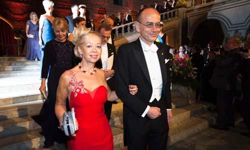 Thomas C. Südhof and Mrs Ylwa Westerberg enter the Blue Hall.