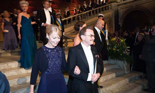 Mrs Jenny Munro and Medicine Laureate Randy W. Schekman proceed into the Blue Hall of the Stockholm City Hall for the Nobel Banquet, 10 December 2013.