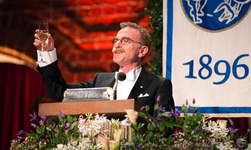 Randy W. Schekman offers a toast to the Swedish hosts.