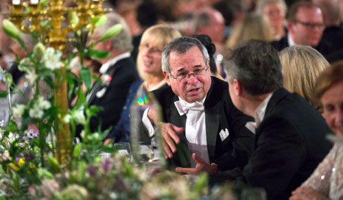 Arieh Warshel in an animated discussion during the Nobel Banquet.