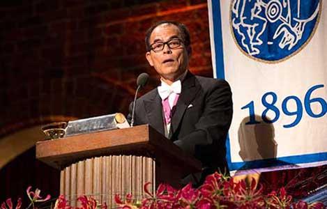 Shuji Nakamura delivering his banquet speech.