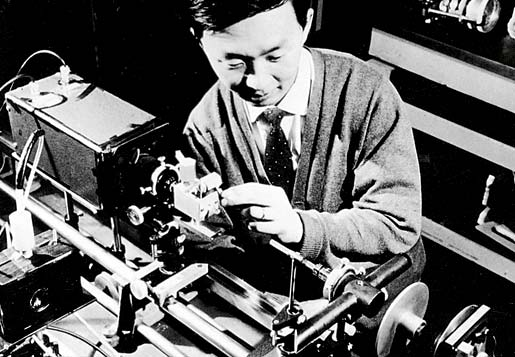 Charles Kao doing an early experiment