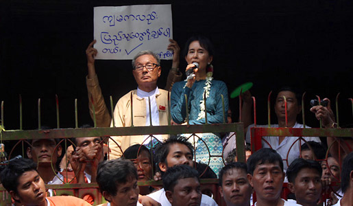 Aung San Suu Kyi meets with crowd after house arrest lift