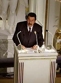 Günter Grass delivering his Nobel Lecture