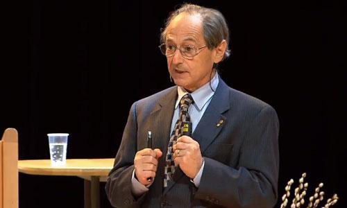 Michael Levitt delivering his Nobel Lecture
