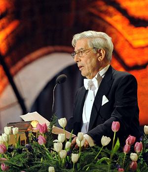 Mario Vargas Llosa delivering his banquet speech