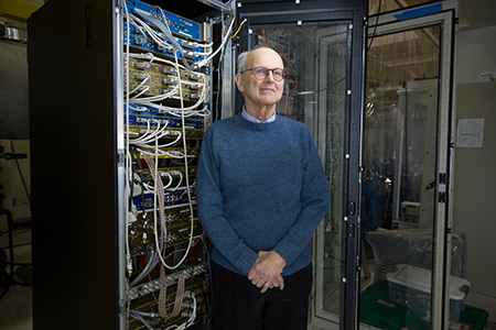 Rainer Weiss in the lab