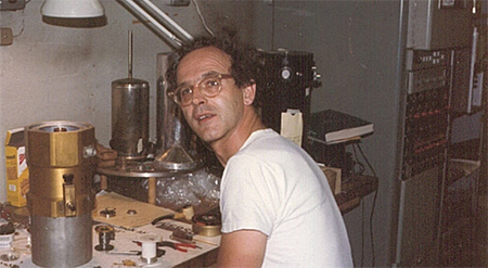 Rainer Weiss in his lab in MIT