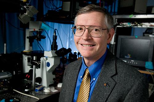 William E. Moerner in the laboratory. Photo: Linda A. Cicero/Stanford News Service