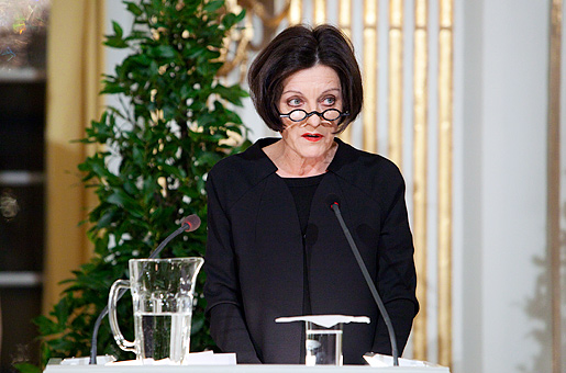 Herta Müller delivering her Nobel Lecture at the Swedish Academy