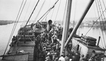 950 German prisoners-of-war on board thi ship Cyprus arrive in Szczecin on July 26, 1921, after having       crossed the sea from Riga.