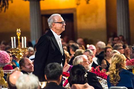 Patrick Modiano on his way to the podium for the Nobel Banquet speech.