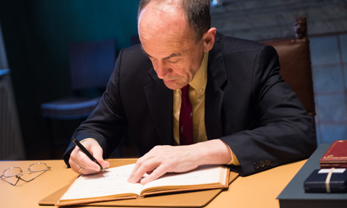 Thomas C. Südhof visits the Nobel Foundation on 11 December 2013 and signs the guest book