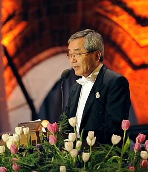 Ei-ichi Negishi delivering his banquet speech