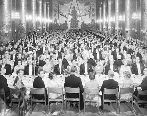 Nobel Banquet at the Golden Hall of the Stockholm City Hall on 10 December 1958. Photo: Brendler & Åkerberg. Public domain via Wikimedia Commons.