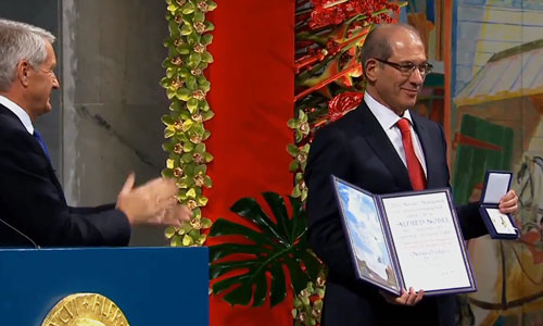Ahmet Üzümcü, Director-General of OPCW receiving the Nobel Prize medal and diploma for the Organisation for the Prohibition of Chemical Weapons