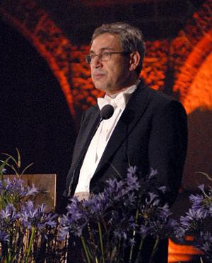 Orhan Pamuk delivering his banquet speech.