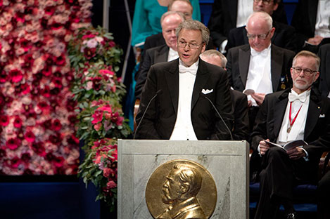 Professor Olof Ramström delivering the Presentation Speech for the 2016 Nobel Prize in Chemistry