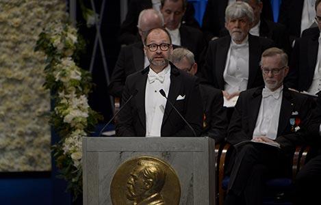 Professor Per Strömberg presenterar Sveriges Riksbanks pris i ekonomisk vetenskap till Alfred Nobels minne
