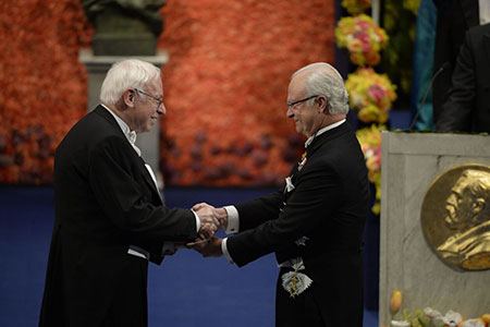 Tomas Lindahl  receiving his Nobel Prize from H.M. King Carl XVI Gustaf of Sweden