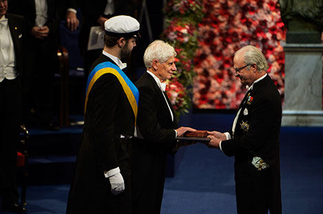 David J. Thouless  receiving his Nobel Prize from H.M. King Carl XVI Gustaf of Sweden