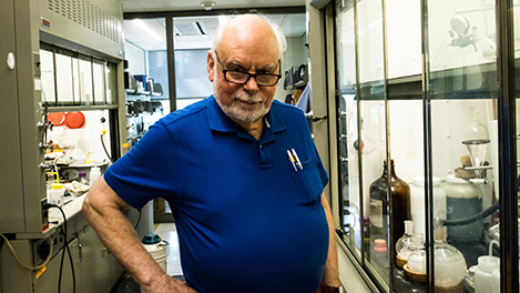 Sir Fraser Stoddart in his lab. Copyright © Nobel Media AB 2017. Photo: Rasmus Lundgren