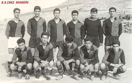 Picture of the Mardin Lisesi high school soccer team.