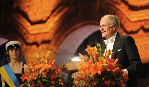 Thomas J. Sargent delivering his banquet speech