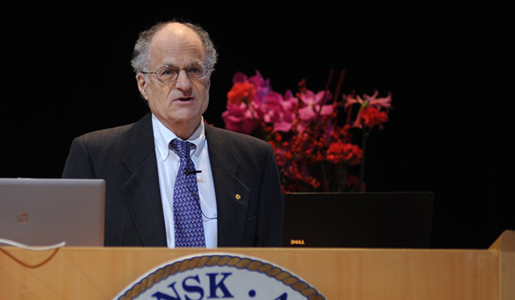 Thomas J. Sargent delivering his Prize Lecture