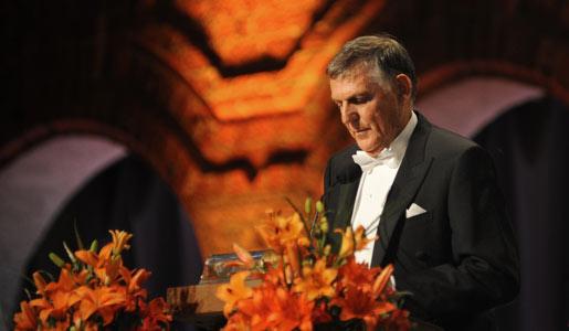 Dan Shechtman delivering his banquet speech