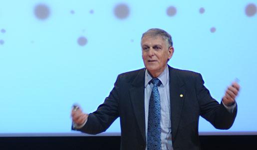 Dan Shechtman delivering his Nobel Lecture