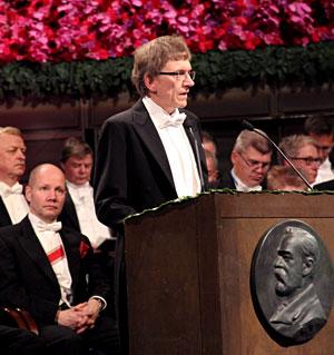Professor Bertil Holmlund delivering the Presentation Speech