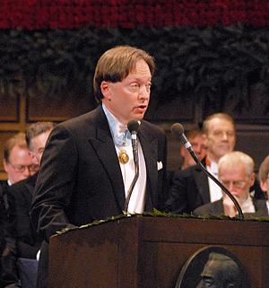 Professor Horace Engdahl delivering the Presentation Speech.