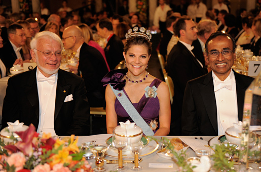 Seated at the table of honour at the Nobel Banquet are (from left to right): Nobel Laureate Thomas A. Steitz, Crown Princess Victoria and Nobel Laureate Venkatraman Ramakrishnan.