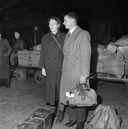 Richard L.M. Synge and his wife Ann Stephen arriving in Stockholm