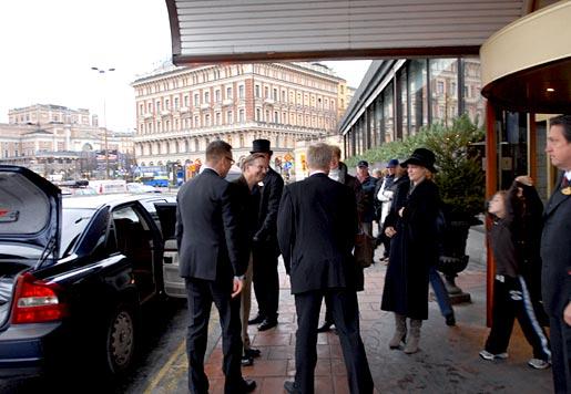 Jack W. Szostak arrives at the Grand Hôtel
