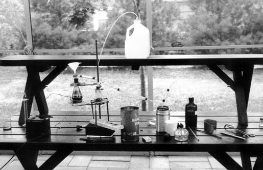 Setup for preparing Cl2 and reacting it with red phosphorus