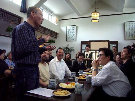 Liu Xiaobo speaking at a weekend forum