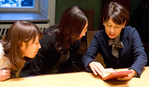 Shinya Yamanaka's daughters Miki and Mika and wife Chika Yamanaka admire the Nobel Medal